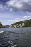 Donaupasserandet till och med naturliga järnportar parkerar Arkivfoto