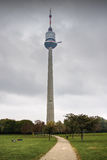 Donauturm Wenen (de toren van TV) Royalty-vrije Stock Fotografie
