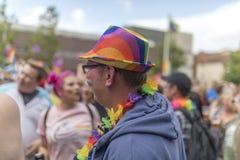 Doncaster dumy 19 Aug 2017 LGBT festiwal, tęcza chorągwiany kapelusz i zdjęcia royalty free