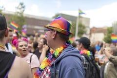 Doncaster dumy 19 Aug 2017 LGBT festiwal, tęcza chorągwiany kapelusz i fotografia royalty free