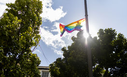 Doncaster dumy 19 Aug 2017 LGBT festiwal, tęczy flaga na stree zdjęcia royalty free