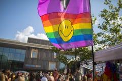 Doncaster dumy 19 Aug 2017 LGBT festiwal, tęczy flaga z smi obrazy stock