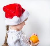 doncella de la nieve del llittle con la naranja Imagen de archivo