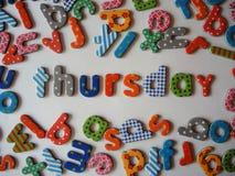 Donderdagbanner met kleurrijke kleine letters royalty-vrije stock fotografie