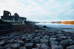 Donegal坟园在日出期间的爱尔兰早晨在冬天 库存图片