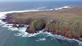 Вид с воздуха кровопролитного форланда, графство Donegal, Ирландия сток-видео