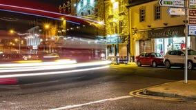Donegal, Irlanda - 28 de febrero de 2019: Tr?fico que conduce a trav?s de la ciudad de Donegal almacen de metraje de vídeo