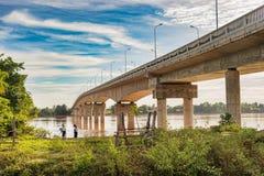 DoneKong bro över Mekonget River i Muang Khong, Laos Arkivbilder