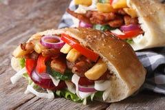 两doner kebab用肉、菜和油炸物在皮塔饼面包 免版税图库摄影