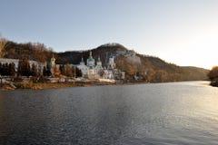 Donets-Fluss und heiliges Dormition Svyatogorsk Lavra Stockfotos