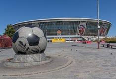 Donetsk, de Oekraïne - Augustus 22, 2015: Leeg tijdens de oorlog het stadion royalty-vrije stock foto's
