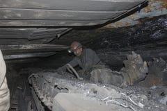 Donetsk, de Oekraïne - Augustus, 16, 2013: Mijnwerker dichtbij de mijnbouw Stock Fotografie