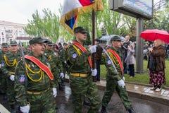Donetsk - Mei, 9, 2015: De Volksrepubliek van militairendonetsk bij Th Royalty-vrije Stock Foto
