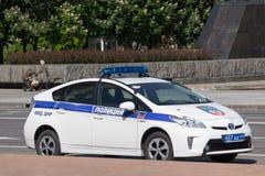 Donetsk, Ucrânia - 17 de maio de 2017: Policie o carro-patrulha com o símbolo da república autoproclamado do ` s dos povos de Don Foto de Stock Royalty Free
