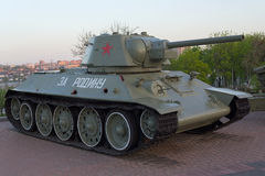Donetsk, Ucrania - 29 de abril, 2-17: El tanque T-34 en la exposición del museo Fotografía de archivo libre de regalías