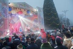 Donetsk, Ucrania - 23 de diciembre de 2016: Residentes de la ciudad en la celebración cuadrada de Lenin Fotos de archivo
