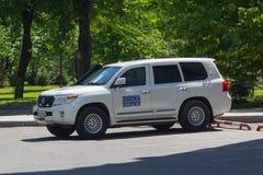 Donetsk, Ucrania - 17 de mayo de 2017: ¡AR de Ð del workin de la misión del OSCE fotos de archivo
