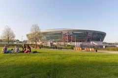 Donetsk Ukraina, Kwiecień, - 29, 2017: Mieszkanowie relaksują w parku Zdjęcia Stock