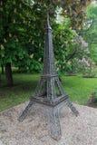 Donetsk Ukraina - Maj 09, 2017: Miniatyrkopia av Eiffeltorn i parkera Royaltyfri Foto