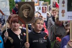Donetsk Ukraina, Maj, - 09, 2017: Uczestnicy marszu Nieśmiertelny pułk Fotografia Stock
