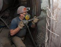 Donetsk Ukraina - mars, 14, 2014: Funktionsduglig tunnelbana för gruvarbetare in Arkivfoto