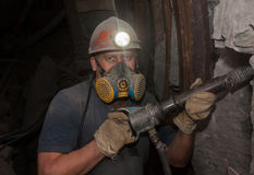 Donetsk Ukraina - mars, 14, 2014: Funktionsduglig tunnelbana för gruvarbetare i minen Royaltyfri Foto