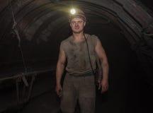 Donetsk Ukraina - mars, 14, 2014: Gruvarbetare i en underjordisk tunn Royaltyfria Bilder