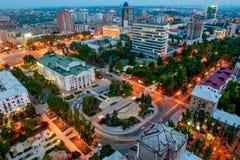 DONETSK UKRAINA - Spt 2, 2013: panoramautsikt av den Donetsk Pushkin boulevarden från över Fotografering för Bildbyråer