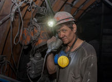 Donetsk, Ukraine - März, 14, 2014: Bergmann mit einem Telefon Stockfotos