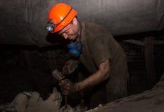 Donetsk, Ukraine - März, 14, 2014: Der Fahrer des Kohlenbergmannes Stockbild