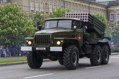 Donetsk, Ukraine - 9. Mai 2017: Mehrfache Armee des Produkteinführungsraketen-Systems BM-21 der Donetsk-Leute ` s Republik Stockbild