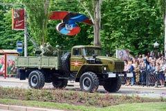 donetsk Ukraine - 9. Mai 2018 Parade zu Ehren des Sieges im Zweiten Weltkrieg lizenzfreie stockfotografie