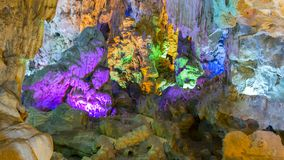 Dong Thien Cung Cave in Halong Fotografia Stock Libera da Diritti