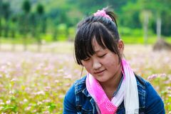DONG VAN, HA GIANG, VIETNAM, el 14 de noviembre de 2017: Niños de Hmong étnico en Ha Giang, Vietnam Ha Giang es casero sobre todo Foto de archivo