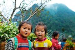 DONG VAN, HA GIANG, VIETNAM, le 27 octobre 2018 : Enfants de Hmong ethnique dans Ha Giang, Vietnam Ha Giang est à la maison en gr photos libres de droits