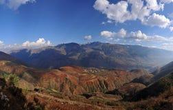 Dongchuan, fossa sunsetting della terra rossa del Yunnan a terrazze Fotografia Stock Libera da Diritti