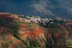 Dongchuan rött land av Yunnan royaltyfri fotografi