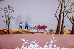 Dongchuan, rotes Land Yunnans im schneebedeckten Bauernhauswandwandgemälde lizenzfreie abbildung