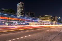 Dongdaemun dans le paysage urbain de nuit en Corée photographie stock libre de droits