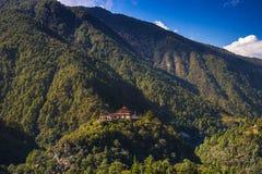 Dongdi Dzong, первоначальное Trashiyangtse Dzong, восточный Бутан стоковые изображения rf
