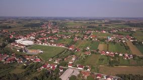 Donji Andrijevci Kroatien från himlen stock video