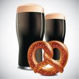 Donker bier met Zachte pretzel op een witte achtergrond Stock Foto's