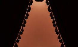Donker gordijnen of gordijn in theater Stock Foto's