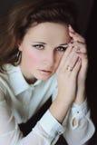 Donker-haired meisje met mooie ogen Stock Afbeeldingen