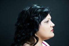 Donker-haired ModelProfile met Rode Lippen Stock Foto's