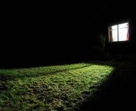 Donker huis bij nacht Stock Afbeeldingen