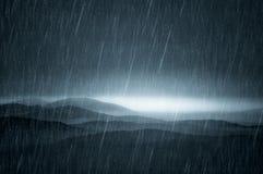 Donker landschap met regen Royalty-vrije Stock Foto's