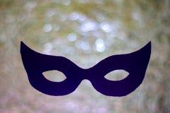Donker masker op zilveren bokehachtergrond mystic Mardi Gras-concept royalty-vrije stock foto's