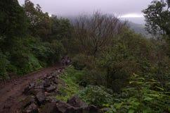 Donker moessonseizoen in heuvels stock fotografie