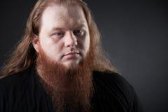 Donker portret van een respectabele mens in de studio royalty-vrije stock afbeelding